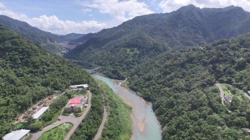 桂山電廠上空俯瞰:左上方即為翡翠水庫