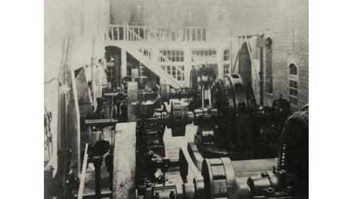 濁水水力發電廠發電機組:濁水發電所1921年(大正10年)開始興建,1923年(大正12年)2月完工啟用。總容量為3.67MW,後由嘉南大圳組合讓渡予台電會社