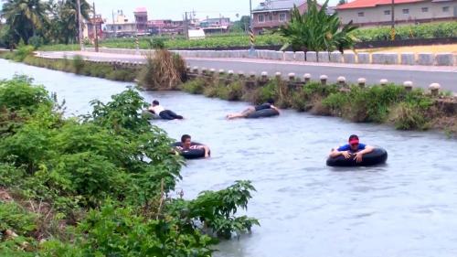 獅子頭圳也是當地居民的遊樂場,締造美濃特有的地區文化。