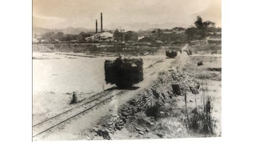 嘉南大圳>烏山頭水庫的鐵路系統:導水路施工期間,為搬運工事材料及設備,還舖設了輕便鐵路軌道。