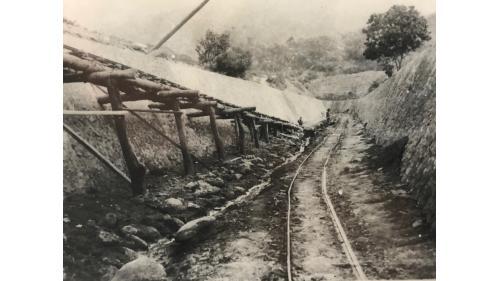 嘉南大圳>烏山頭水庫的鐵路系統:最初舖設路段為番子田站,到官田溪貯水池的堰堤工程現場。
