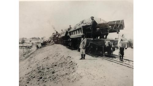 烏山頭水庫及嘉南大圳建造所用的倒轉式土運車(滿載)