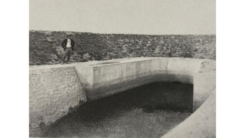 嘉南大圳北幹線第四區排水暗渠出口:排水路的修築為嘉南大圳末端工程,目的在使無益於土壤的多餘水分(惡水),能充份排除。