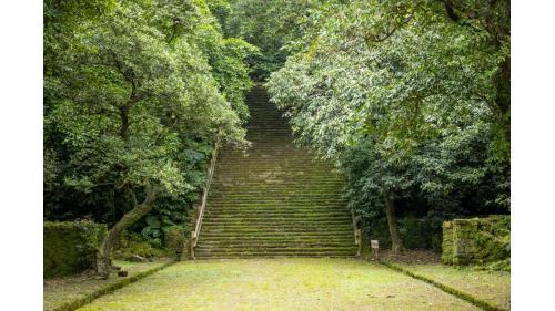 基隆港:基隆二沙灣砲台上台階梯,又名「海門天險」,是位於台灣基隆市的一座砲台,為中華民國一級古蹟  1885年台灣巡撫劉銘傳所修築