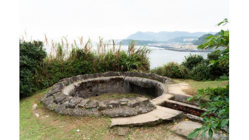 基隆港:社寮砲台於1904年完成配置四門「加式三十口徑二十七釐加農砲」