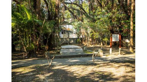 基隆港:基隆法國公墓紀念公園  法總司令孤拔上將死於澎湖-戰爭悲劇英雄