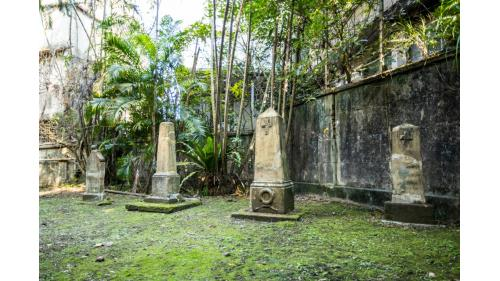 基隆港:法國公墓紀念公園墓碑  (1885年)