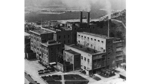 基隆港:北火電廠荒廢整修前照片1981年除役
