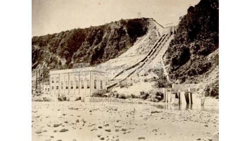 台中港:后里發電廠位於大安溪左岸。1908年開始興建,1911年8月竣工,命名為「后里發電所」供應台中地區用電。