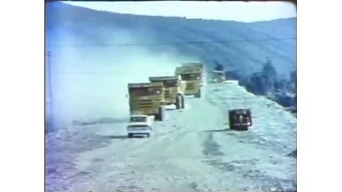興建台中港施工道路的35噸大型卡車車隊