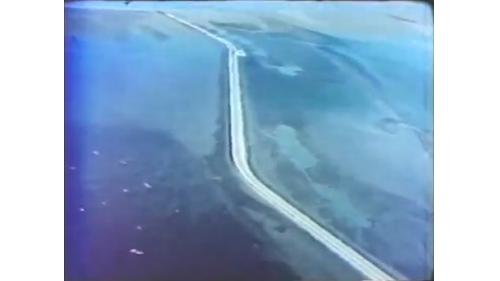 台中港工程中沿港區沙灘填築的施工道路