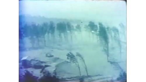 台中港築港時的滾滾風沙:台中港為全球少有的大型人工港,榮民員工和大自然的滾滾風沙、洶淘海浪搏鬥,完成了當年連日本人都因困難而放棄的建港工程