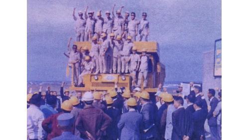 台中港於1973年10月31日於北堤抛石正式開工:準備期完工後,自1973年10月31日進行第一階段第一期工程。