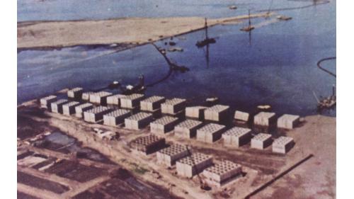 台中港築港於沙灘上澆製防波堤沈箱