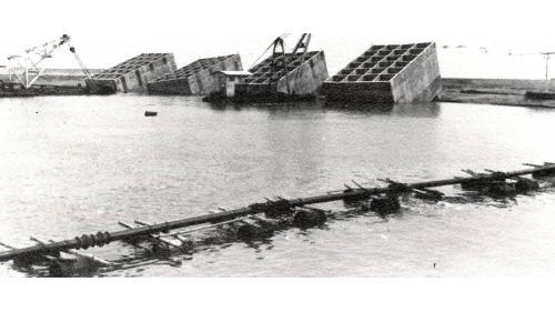 台中港建港沙灘沉箱下水挖泥作業情形之二