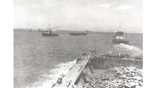 台中港建港沉箱基礎開挖船抛石作業船隊