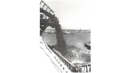 台中港建港 #1卸料架石料裝船作業