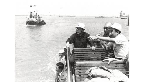 民國65年8月15日蔣總統(于行政院長任內第十一次)與謝副總統(時任台灣省主席)蒞臨巡視台中港工程