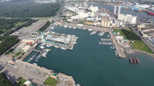 台中港漁業碼頭-梧棲漁港:1980年,台中港漁業碼頭-梧棲漁港建港工程開工,1983年順利完工。
