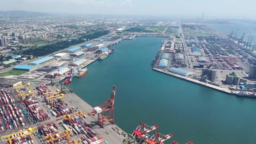 台中港中泊渠:寬度350~450公尺,水深低潮位下9~14公尺。