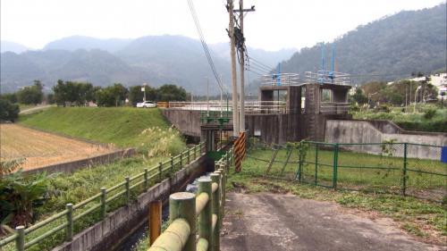 軟橋發電廠尾水分流處:分成竹東大圳及寶二水庫用水