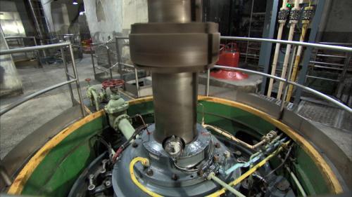 烏來電廠水輪機組:烏來電廠裝罝有兩部由德國 AEG 製造之豎軸法蘭西斯式 FSS-V 型水輪機 (Francis turbine)