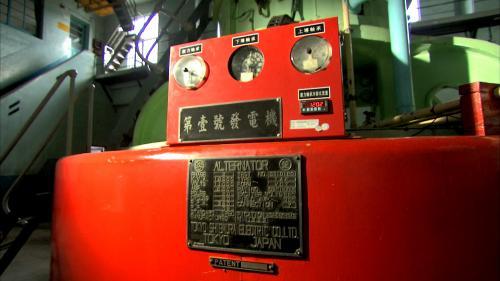 烏來電廠第1號發電機:烏來電廠配罝兩部日本東芝製造之 TAF-VCT 型 發電機,每部出力 12,500 KVA,合計裝置容量 22,500 瓩, 年發電廠目標約一億三仟萬度。