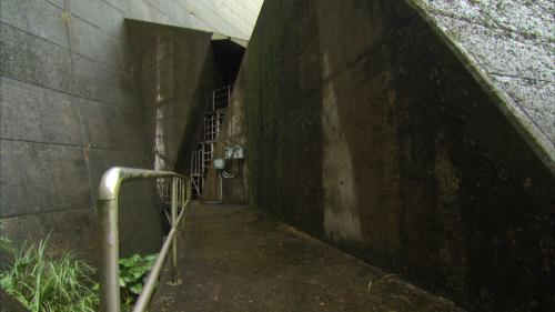 翡翠電廠壓力鋼管前段(埋設於翡翠水庫壩體及錨座內):翡翠電廠壓力鋼管直徑 4.8 公尺,長 264 公尺,前段長 54 公尺,埋設於壩體及混凝土錨座內,後段長 210 公尺埋設於隧道內 。
