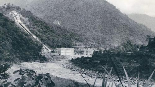 引白冷圳水發電之天輪發電廠:1954年大甲溪天輪發電廠自白冷圳上游引水發電,使大甲溪水位驟降,影響白冷圳水位。