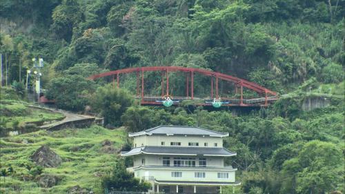 白冷圳福龍水橋:嫣紅色的橋墩外形相當獨特,橋上可欣賞周邊曼妙景緻,是個具有特色的景觀橋。