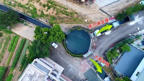 白冷圳圓堀分水池:白冷圳在圓堀分為大南及馬力埔兩支線,是新社的重要溪流『食水嵙溪』的源頭。