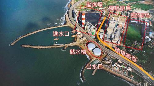 林口電廠運煤鐵路:林口火力電廠的正中心的機組廠房與其西側的儲煤場之間有運煤鐵路穿越。