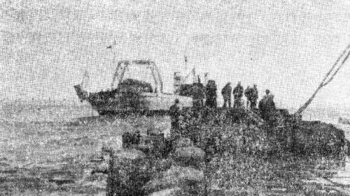 林口電廠建廠的發電機裝載船與臨時碼頭