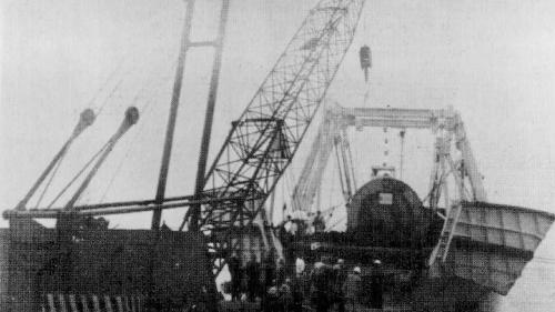 林口電廠建廠發電機從船上卸載