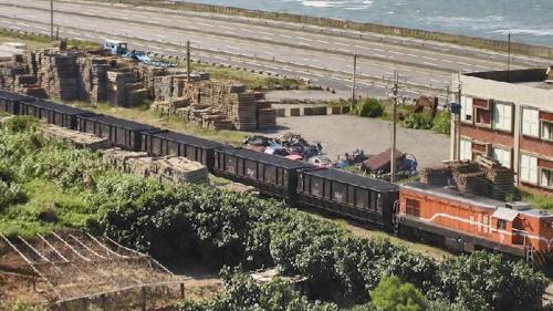 林口電廠鐵路運送煤炭的列車