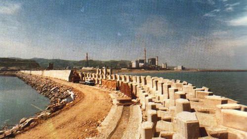 林口電廠興建中的灰塘防坡堤