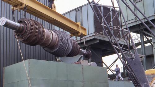 林口電廠氣渦輪發電機組轉子吊裝