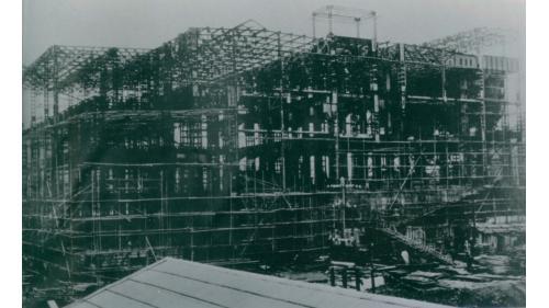 北部火力電廠施工中:北部火力電廠為鋼骨混凝土廠房建築物,1937 年開始建造,1939 年落成。