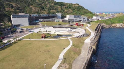 北部火力電廠昔日的垃圾掩埋場(現今海洋科博館的潮境公園)