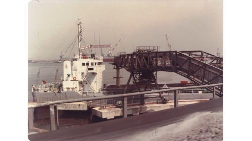 大林電廠出灰碼頭與運灰船