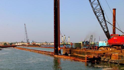 大林電廠卸煤碼頭施工-護岸鋼板樁打設
