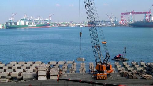 大林電廠卸煤碼頭施工-碼頭預鑄樁頭組裝