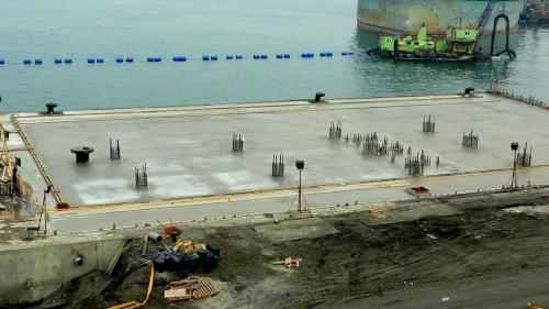 大林電廠卸煤碼頭施工-碼頭澆鑄水泥面