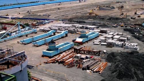 大林電廠卸煤碼頭施工-暫置的卸煤機組件