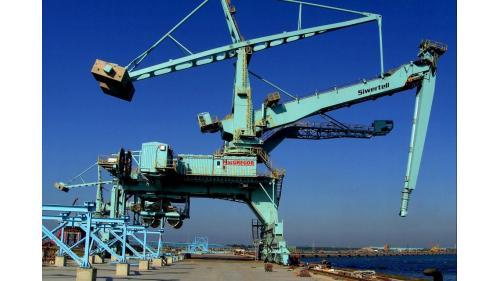 大林電廠組裝完成之卸煤機
