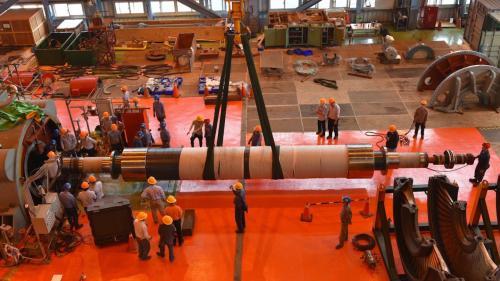 大林電廠機組保固大修之二號機發電機抽轉子:2020年2月,新二號機組進行保固大修。