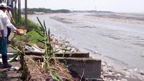 莫拉克風災時舊寮舊圳景象 2009年莫拉克颱風在高樹地區降下2330毫米雨量,沖毀舊寮舊圳。