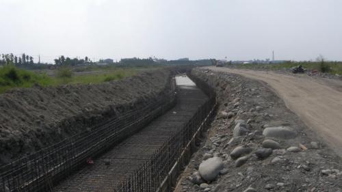 莫拉克風災時舊寮舊圳景象--莫拉克颱風後舊寮舊圳復建工程。