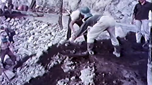 中部橫貫公路興建榮工以人海戰術修築駁坎