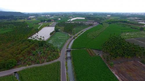 舊寮圳鳥瞰--舊寮圳一直是高樹地區的命脈,灌溉著一塊塊的農田。